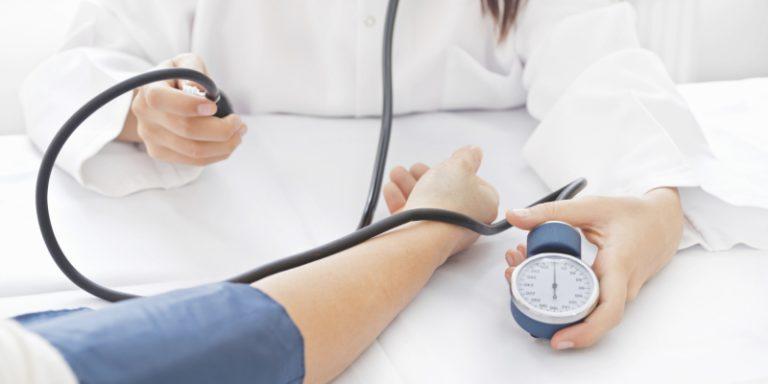 magas vérnyomás dystóniával