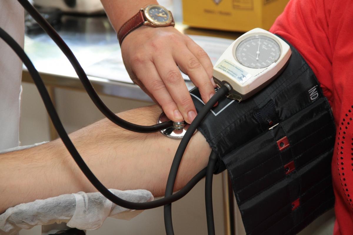 a magas vérnyomás első fokának kezelése)