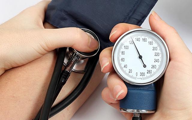 az embereknél a magas vérnyomást a domináns autoszomális határozza meg