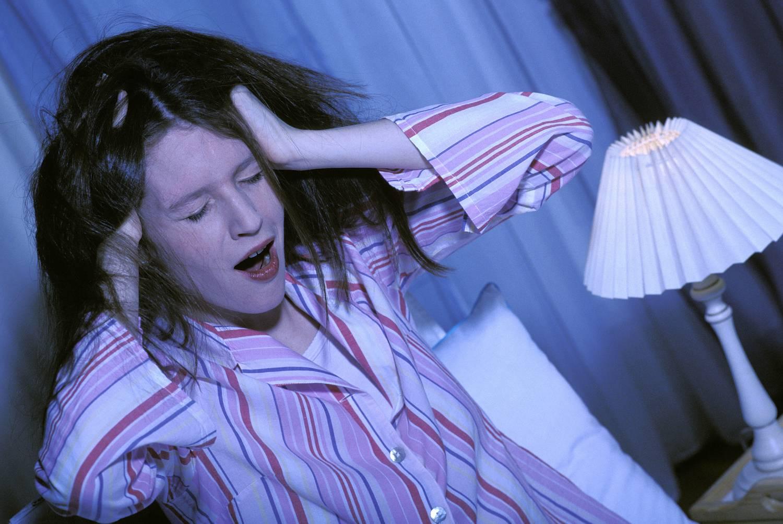 alváshiány és magas vérnyomás)