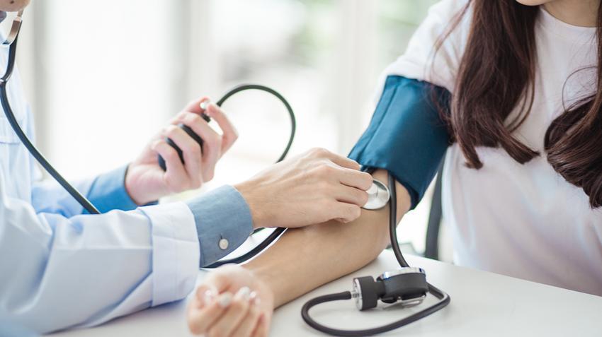 orvosi vizsgálat magas vérnyomás miatt)