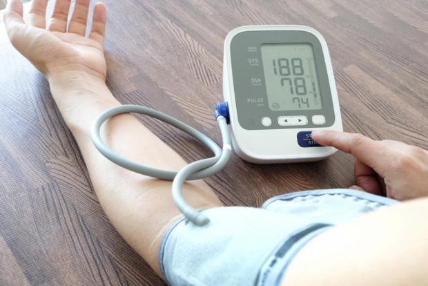 nyomásszabályozás magas vérnyomás esetén)