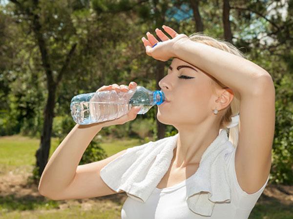 hogyan kell folyadékot inni magas vérnyomásban