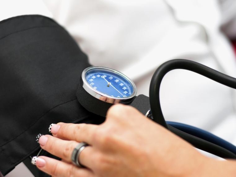 meddig él egy magas vérnyomásban szenvedő ember)