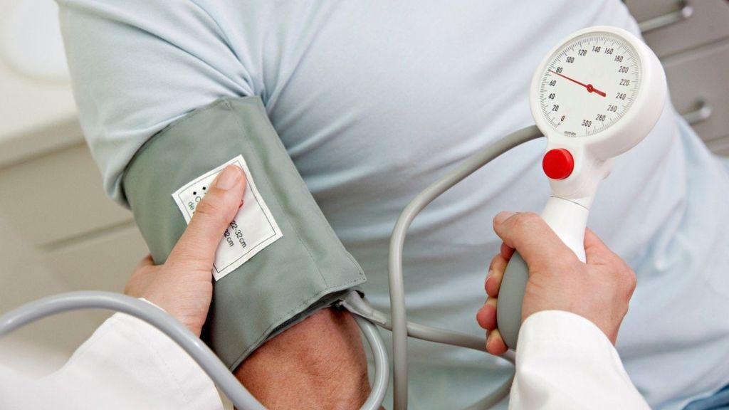 A magas vérnyomás 3 stádiumának 4 fokú kockázata a legjobb klinikák a magas vérnyomás kezelésére