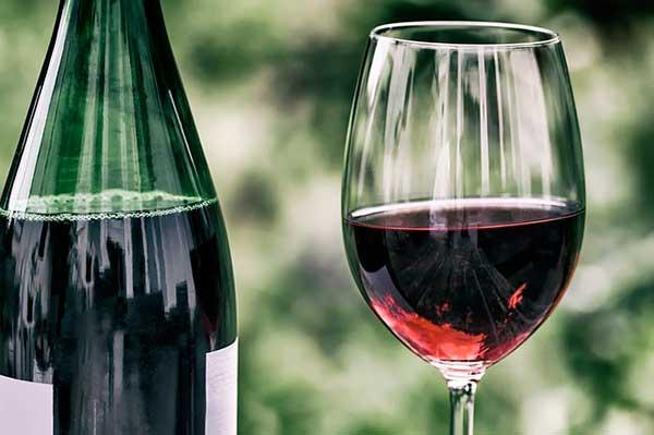 a száraz vörösbor előnyei és ártalmai magas vérnyomás esetén)