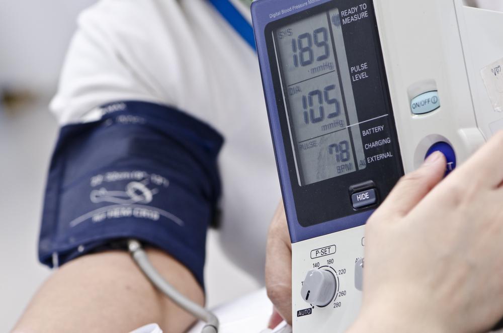 osteochondrosis és hipertónia kapcsolat magas vérnyomás és a szem alatti táskák