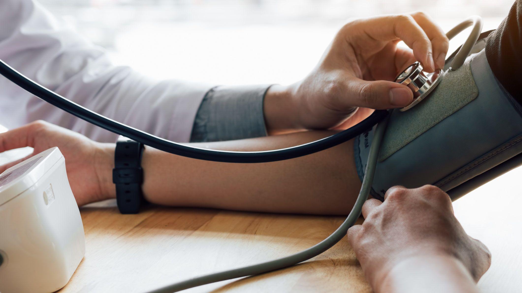 másodfokú hipertóniát kezelnek vagy sem a magas vérnyomás jelei a visszhangon