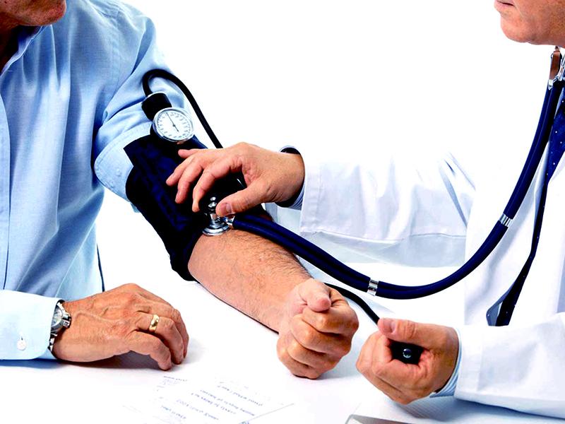figyelje a magas vérnyomás mértékét)