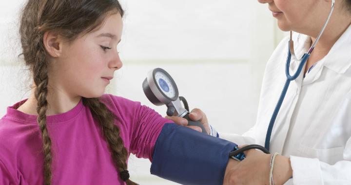 elsősegély a gyermekek magas vérnyomásában)