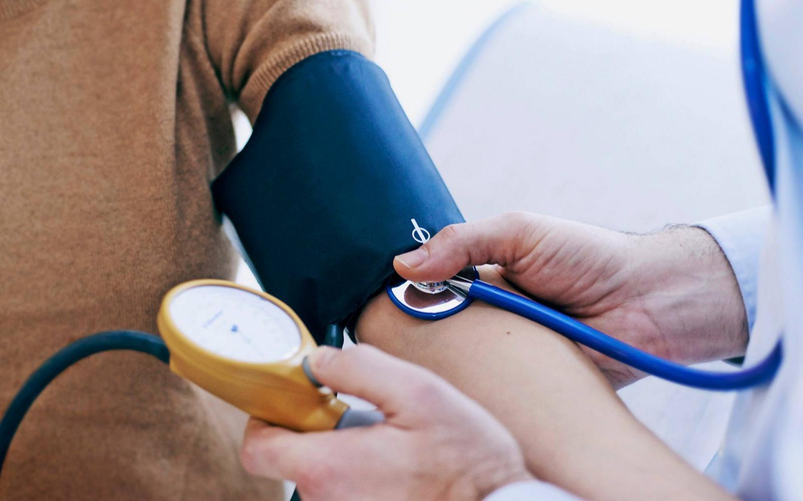 magas vérnyomás miatt regisztrálták)
