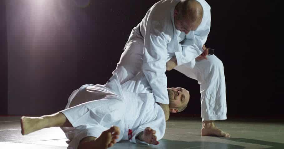 magas vérnyomás és harcművészetek)