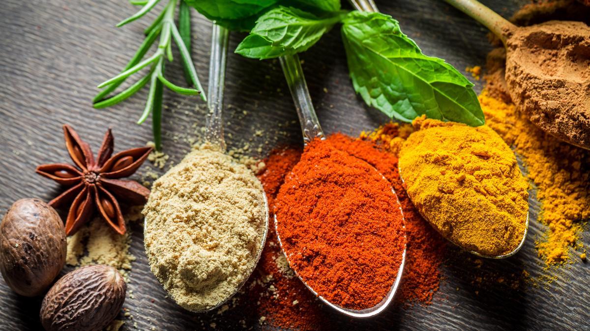 4 hétköznapi gyógynövény és fűszer, ami bizonyítottan csökkenti a vérnyomást - Így használd őket!