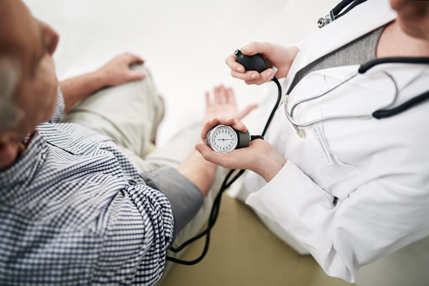 A magas vérnyomás miatt fáj a feje?